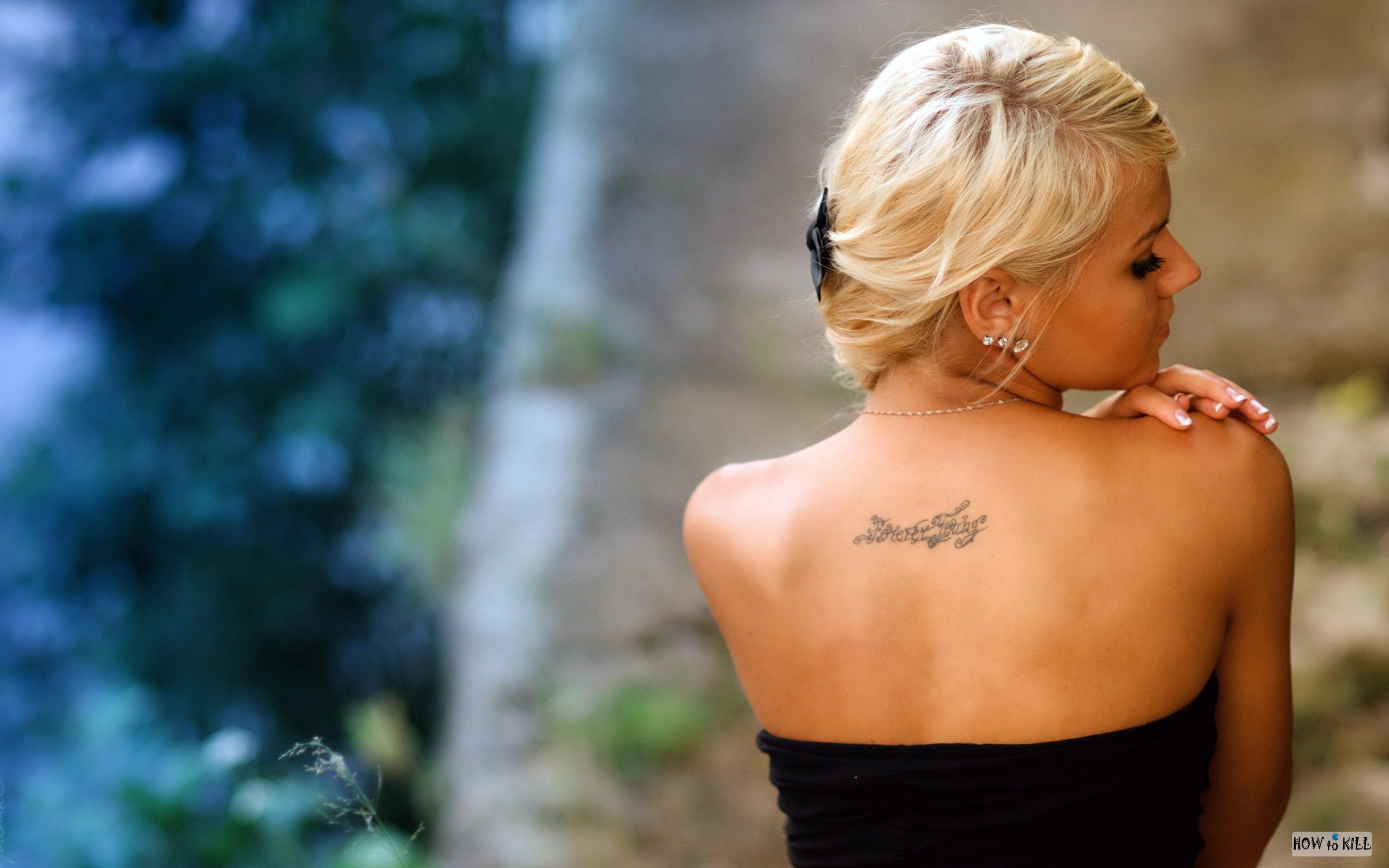Фото девушки со спины тату