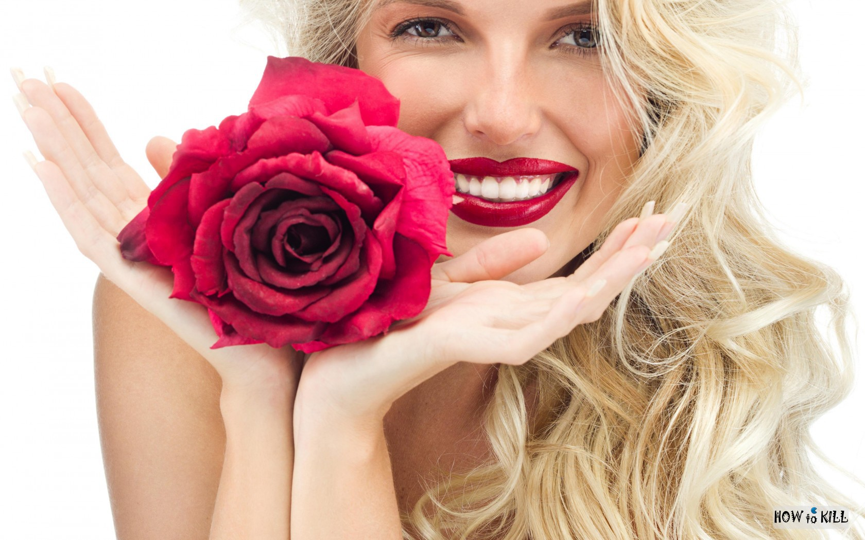 Фото улыбающихся девушек в цветах