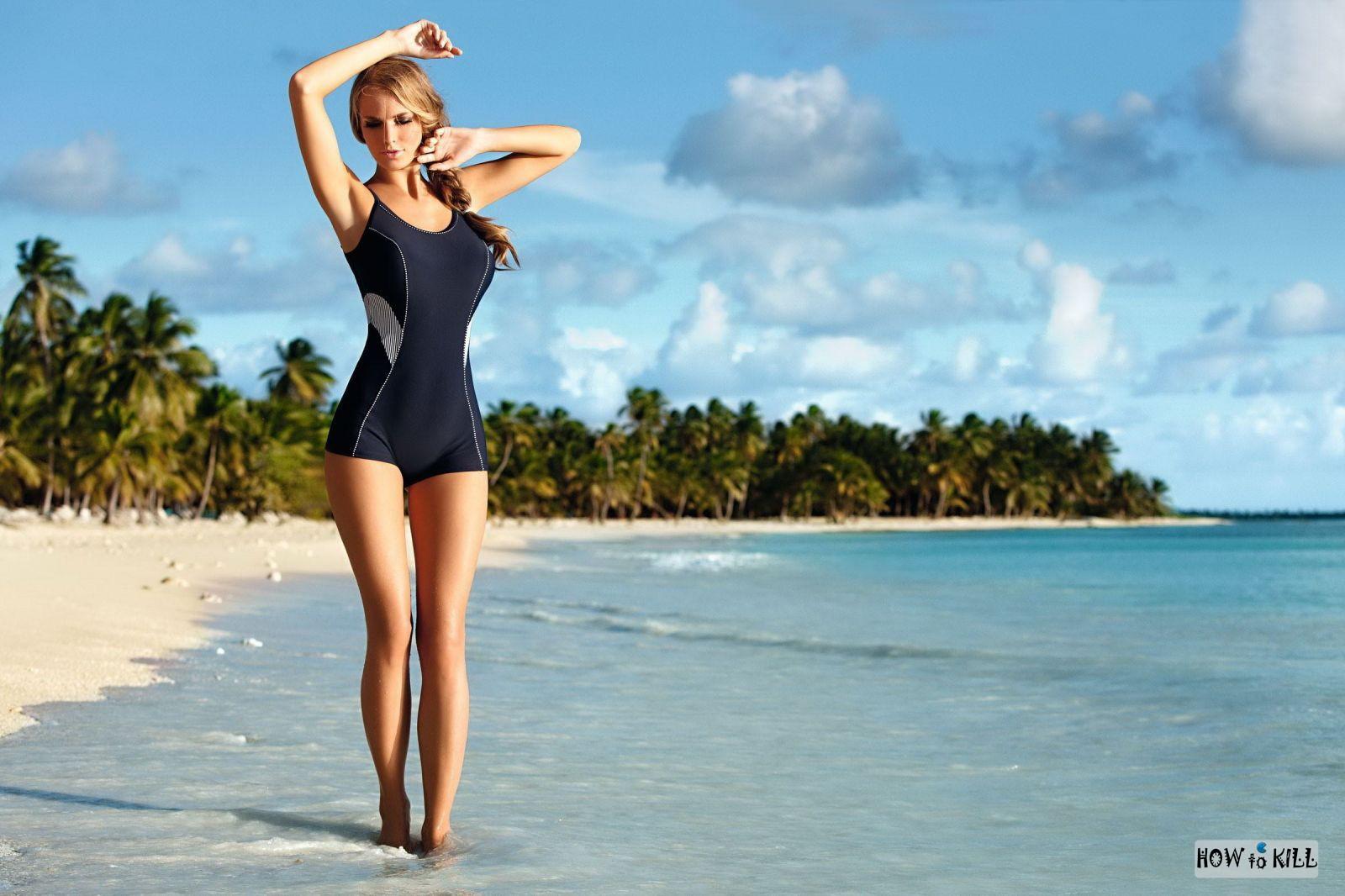 Красивые стройные девушки на пляже фото